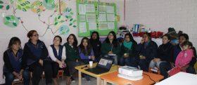 Las educadoras del Jardín Infantil y Sala Cuna Millaray participan del taller de huerto y vermicompostaje